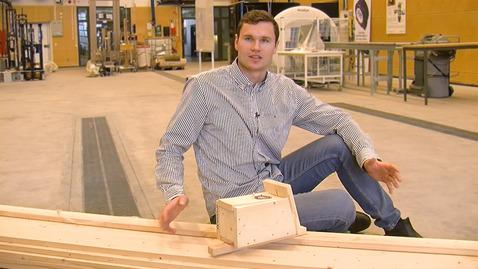 Thumbnail for entry Oscar läser till ingenjör i skog och träteknik